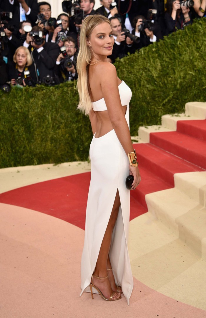 WTFSG_Margot-Robbie-2016-Met-Gala-Calvin-Klein-Collection-White-Dress