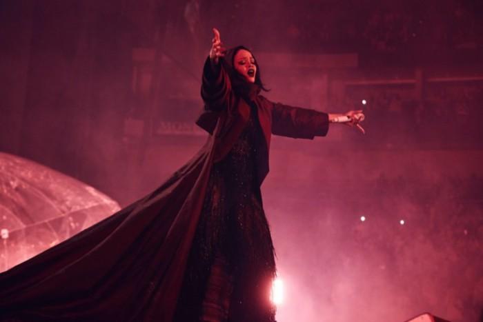 WTFSG_Rihanna-Anti-World-Tour-Giorgio-Armani-Costume_2