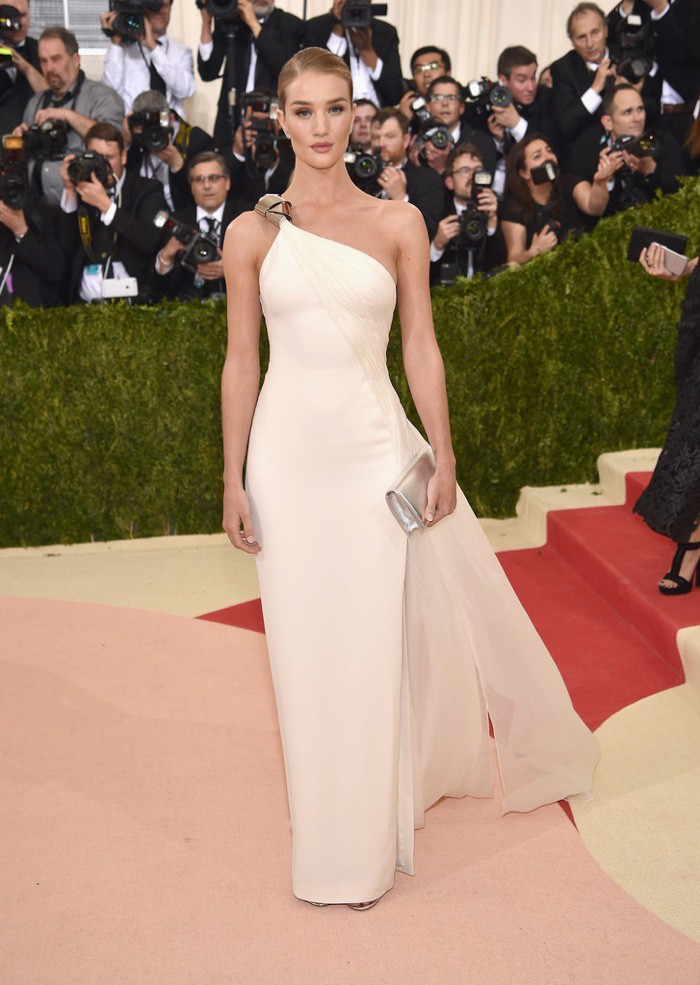 WTFSG_Rosie-Huntington-Whiteley-Met-Gala-2016-Calvin-Klein-Dress