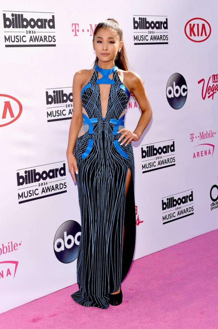 WTFSG_2016-billboard-music-awards-red-carpert-style_Ariana-Grande-Versace