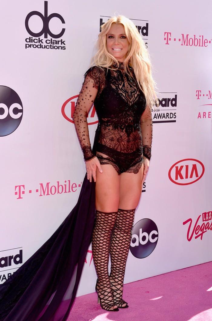 WTFSG_2016-billboard-music-awards-red-carpert-style_Britney-Spears-Reem-Acra