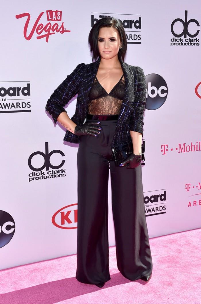 WTFSG_2016-billboard-music-awards-red-carpert-style_Demi-Lovato-Chanel