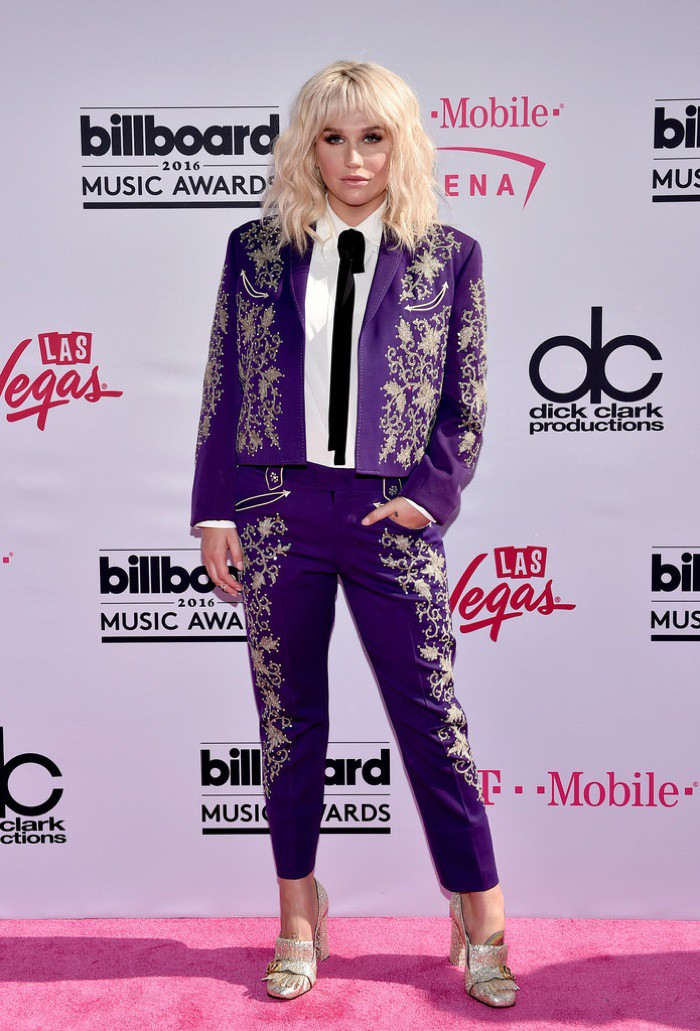 WTFSG_2016-billboard-music-awards-red-carpert-style_Kesha-Gucci