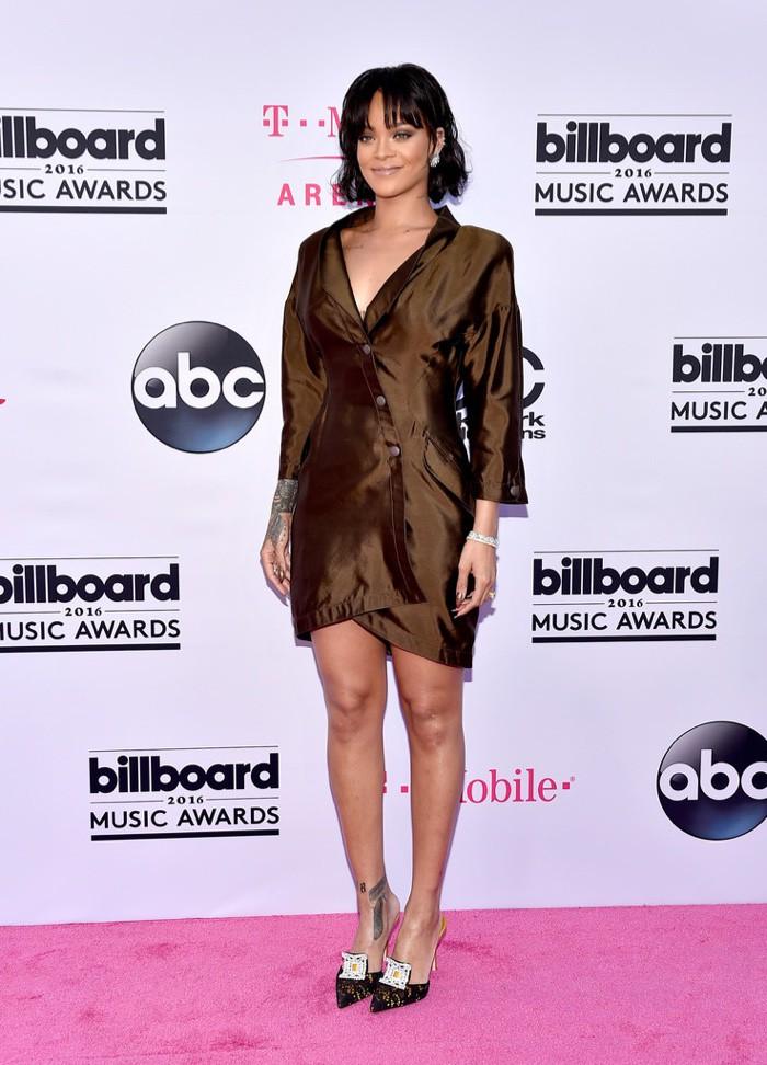 WTFSG_2016-billboard-music-awards-red-carpert-style_Rihanna-Mugler
