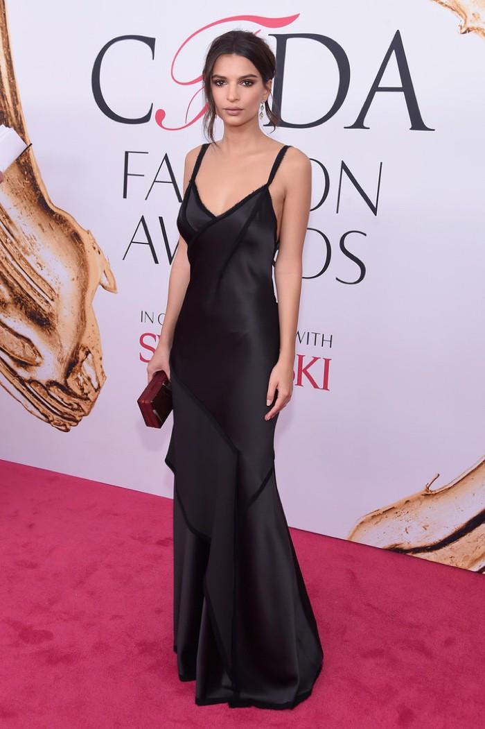 WTFSG_CFDA-Awards-2016-Dresses-Gowns_Emily-Ratajkowski