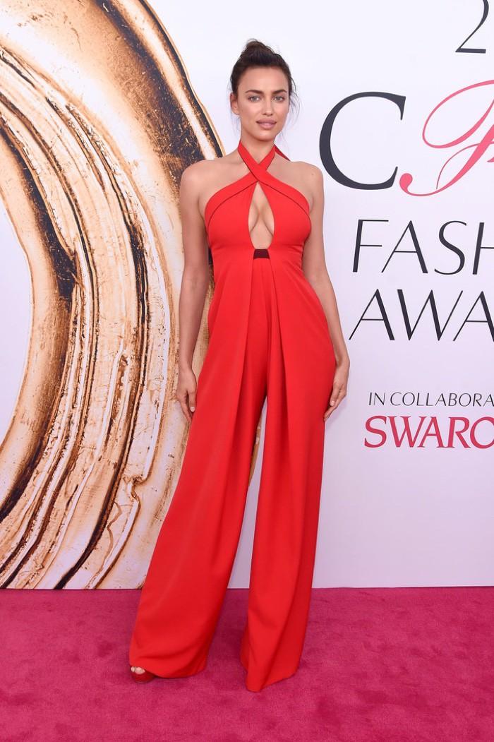 WTFSG_CFDA-Awards-2016-Dresses-Gowns_Irina-Shayk
