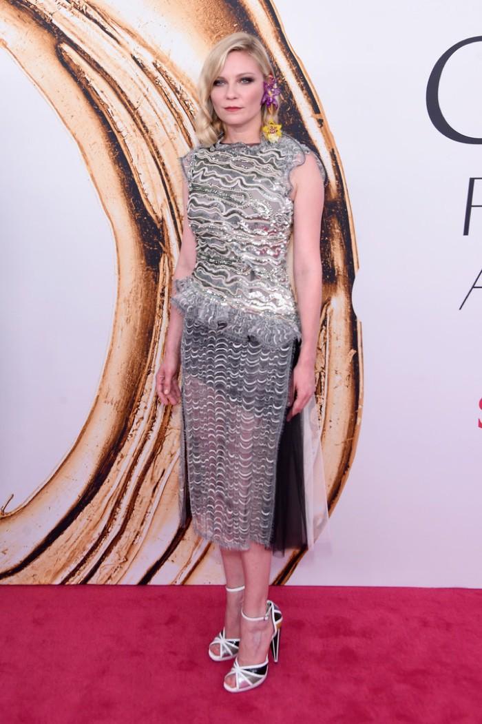 WTFSG_CFDA-Awards-2016-Dresses-Gowns_Kirsten-Dunst