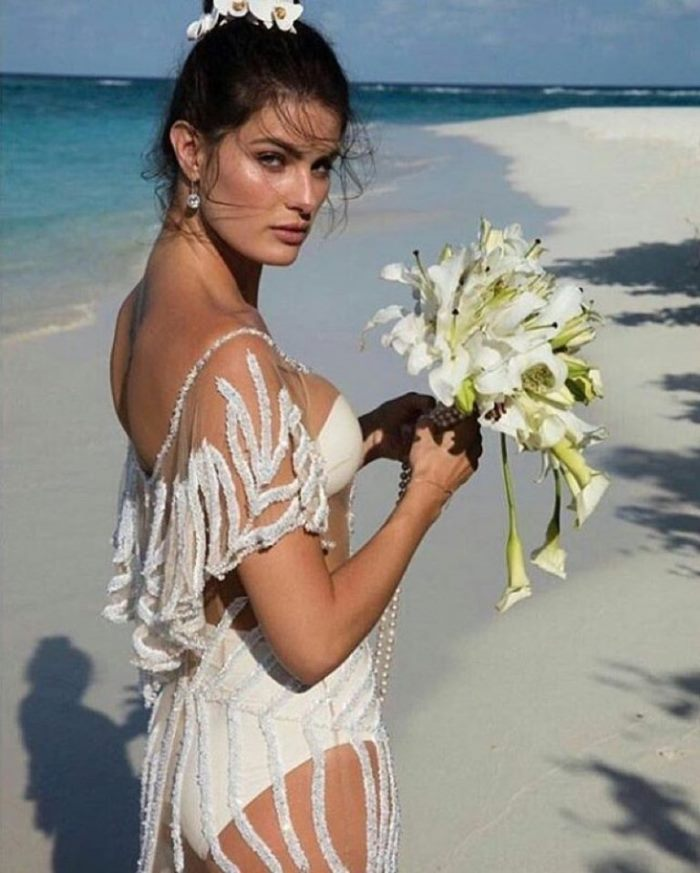 WTFSG_Isabeli-Fontanna-Wedding-Dress-Beach-Flowers