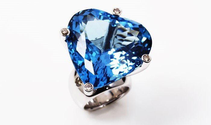 hollywood-ring-dark-blue-topaz-heart-shape