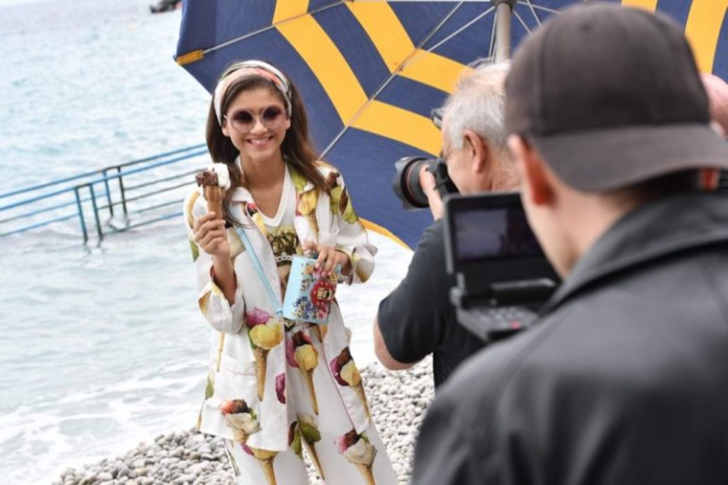 zendaya-dolce-gabbana-campaign-behind-scenes_2