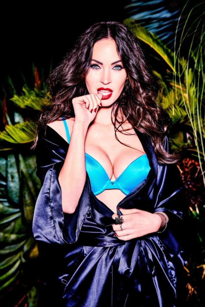 e0b1ee467 Megan Fox poses in black corset and hosiery from Frederick s of Hollywood